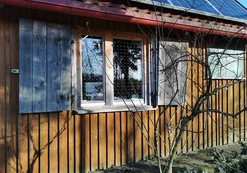 """Okna Pomorskiego Ośrodka Rehabilitacji Dzikich Zwierząt """"Ostoja"""" są już bezpieczne dla ptaków!"""